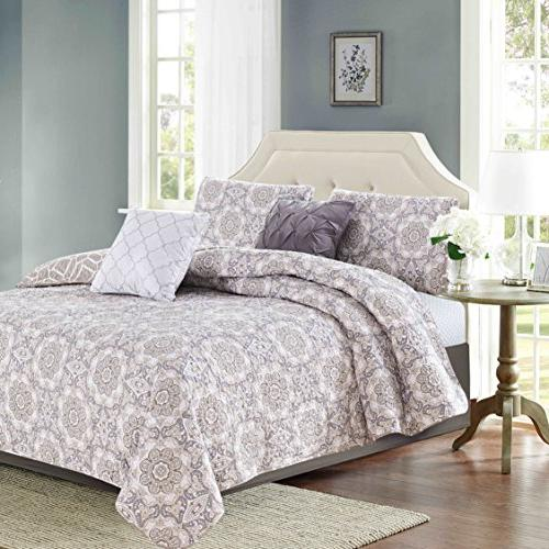 decorative quilt set includes shams